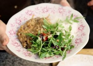 Červená čočka s rýží basmati a rukolovým salátem