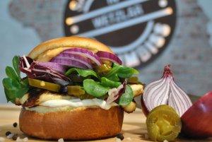 Veganské burgery z červené řepy